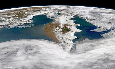 由于人类如何谈论语言,世界的语言可能是如此相似